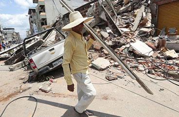 Terremoto de magnitud 7,8 sacude Ecuador